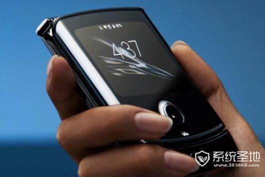 摩托罗拉发布折叠屏手机,搭载骁龙710+15W充电技术